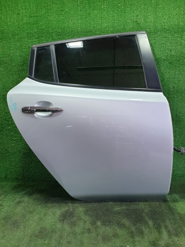 Дверь Nissan Leaf ZE0 EM61 2011 задняя правая (б/у)