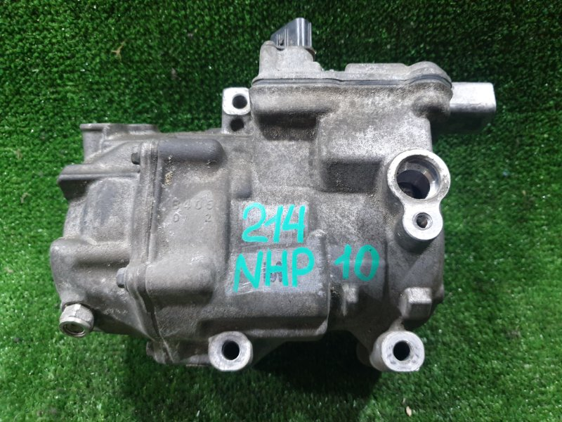 Компрессор кондиционера Toyota Aqua NHP10 1NZFXE 2012 (б/у)