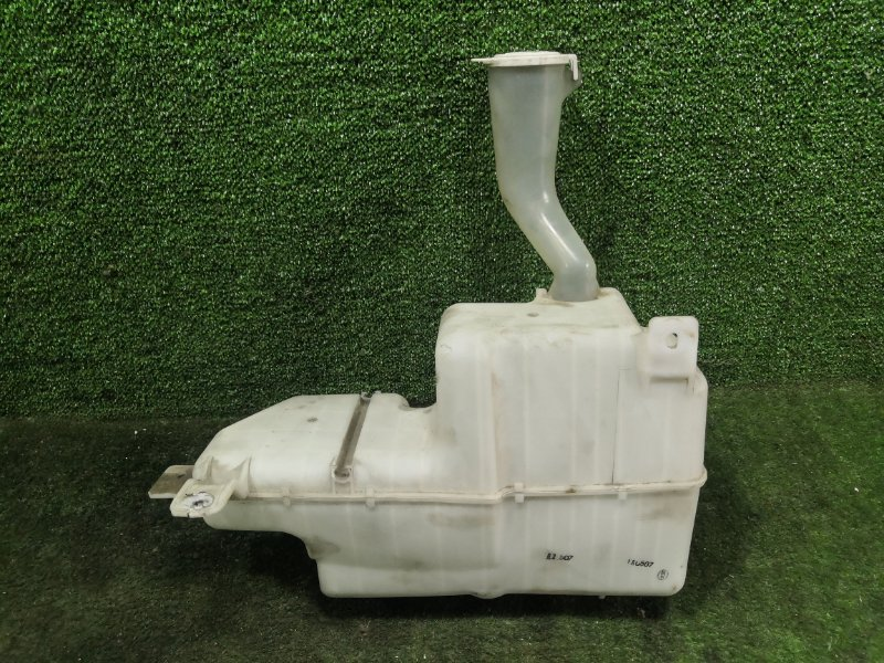 Бачок стеклоомывателя Mitsubishi Pajero Io H76W 4G93 1999 (б/у)