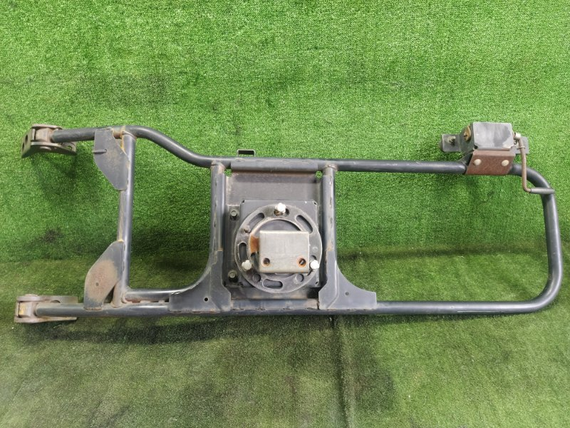 Крепление запасного колеса Nissan Terrano WHYD21 VG30 заднее (б/у)