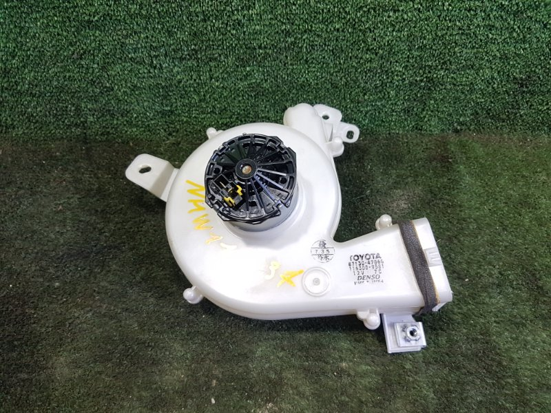 Мотор охлаждения батареи Toyota Prius NHW11 1NZFXE 2001 задний (б/у)