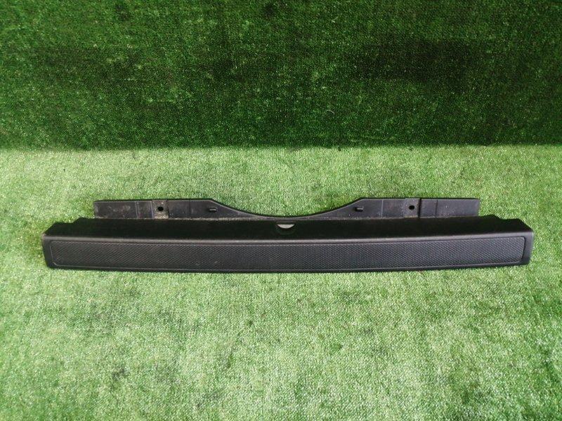 Накладка замка багажника Honda Cr-V RD5 K20A 2004 задняя (б/у)
