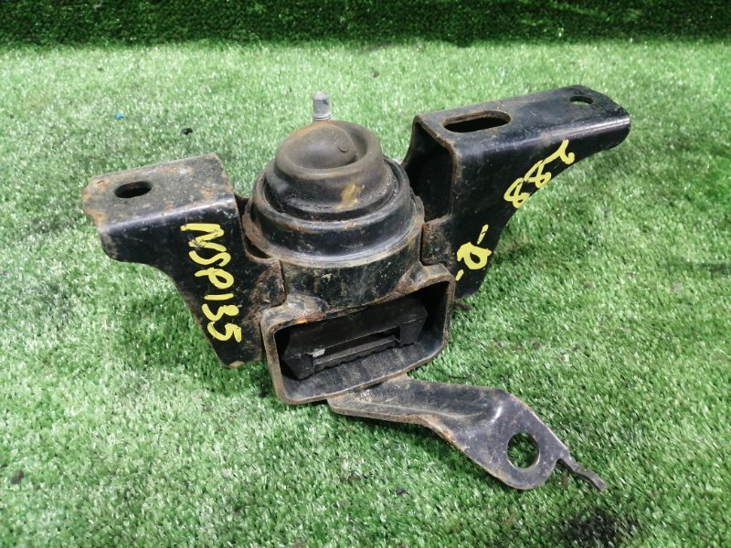 Подушка двигателя Toyota Vitz NSP135 1NRFE 2012 передняя правая (б/у)
