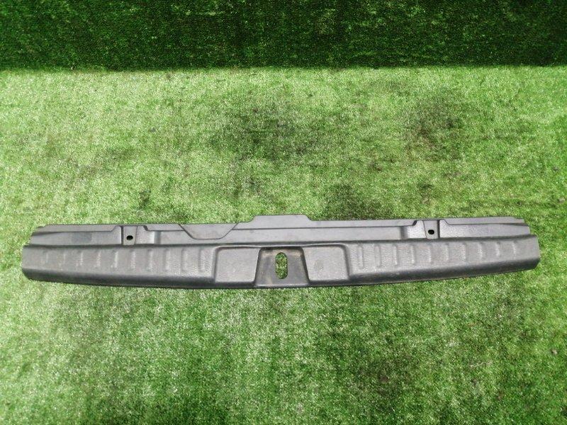 Накладка замка багажника Honda Hr-V GH4 D16A 1999 задняя (б/у)