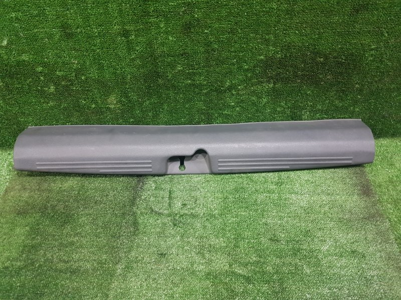 Накладка замка багажника Mitsubishi Rvr N23WG 4G63 1993 задняя (б/у)