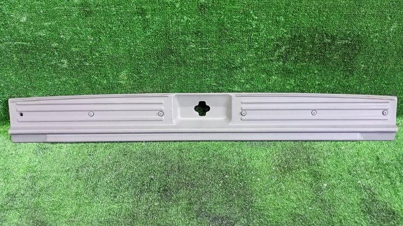 Накладка замка багажника Nissan Terrano TR50 ZD30DDTI 2001 задняя (б/у)