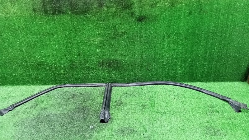 Уплотнительная резинка дверей Toyota Crown JZS155 2JZGE 1999 правая (б/у)