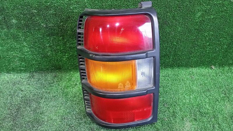 Стоп-сигнал Mitsubishi Pajero V21W 4G64 1996 задний левый (б/у)