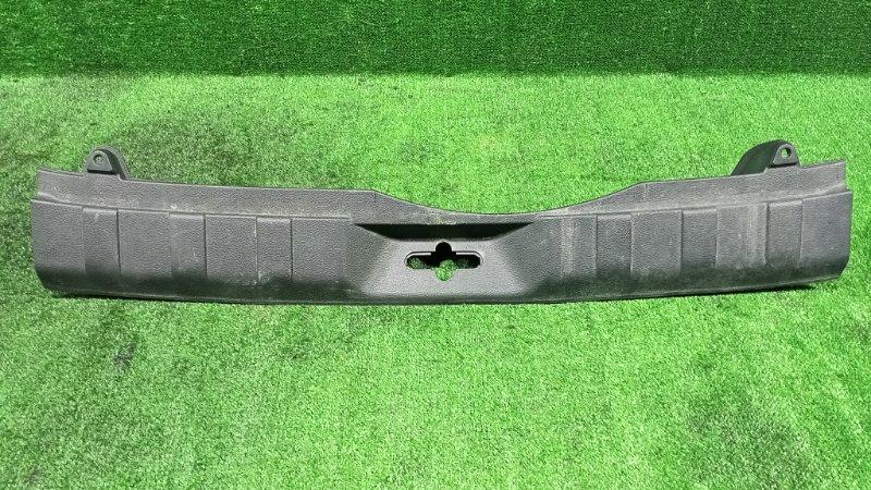 Накладка замка багажника Nissan X-Trail TNT31 QR25DE 2007 (б/у)