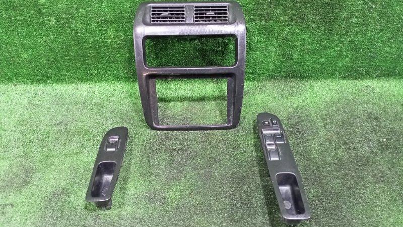 Консоль магнитофона Toyota Town Ace Noah SR40 3SFE передний (б/у)