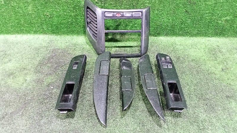 Консоль магнитофона Nissan Elgrand AVWE50 QD32ETI 1998 (б/у)