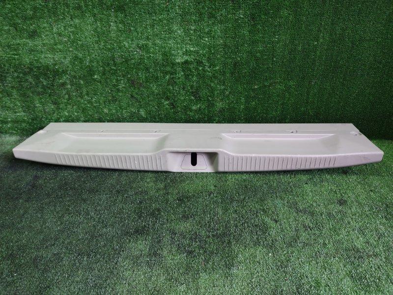 Накладка замка багажника Toyota Estima GSR55 2GRFE 2006 (б/у)