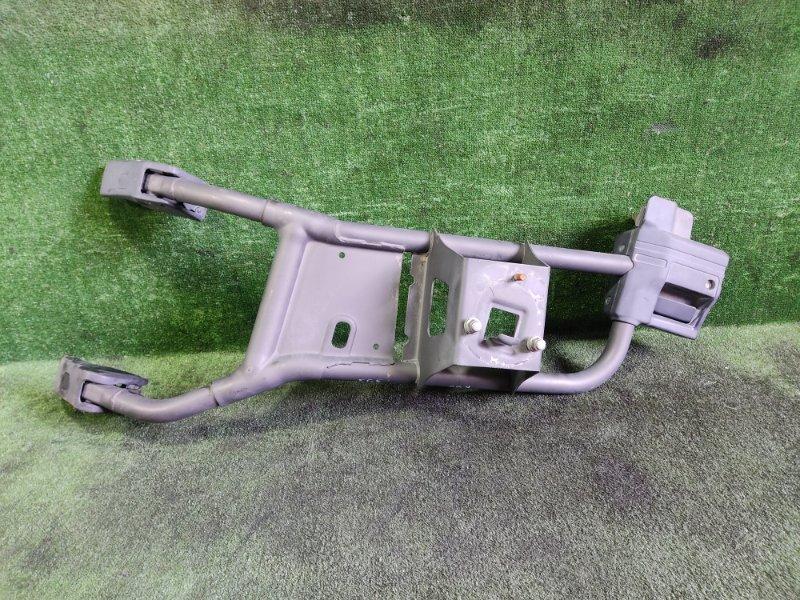 Крепление запасного колеса Mitsubishi Challenger K96W 6G72 1996 (б/у)
