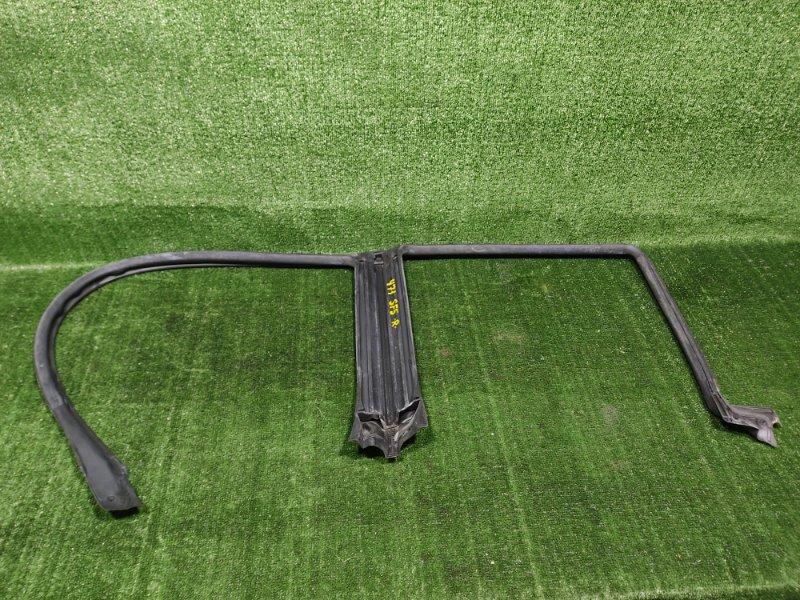 Уплотнительная резинка дверей Subaru Forester SF5 EJ205 2001 правая (б/у)