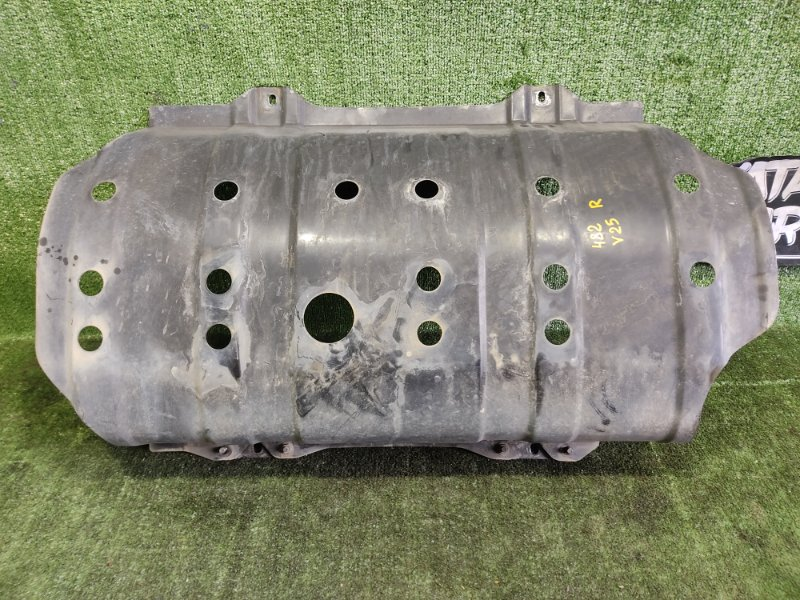 Защита топливного бака Mitsubishi Pajero V25W 6G74 1998 (б/у)