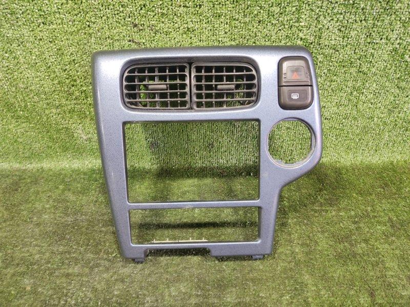 Консоль магнитофона Nissan Terrano TR50 ZD30DDTI 2000 передний (б/у)