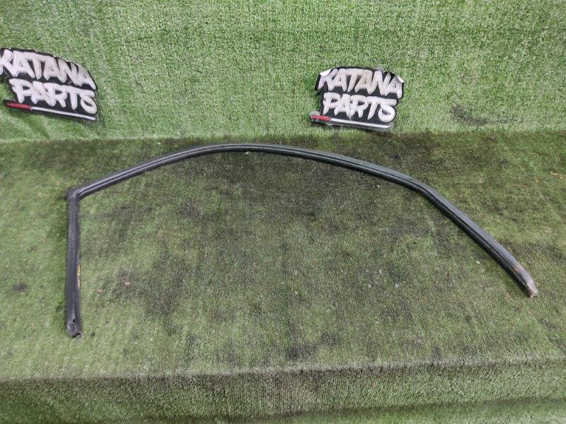 Уплотнительная резинка дверей Mitsubishi Challenger K99W 6G74 1998 передняя правая (б/у)