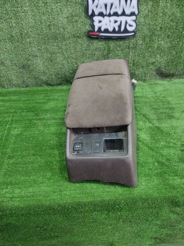 Бардачок между сиденьями Toyota Hiace KZH106W 1KZTE 1997 (б/у)