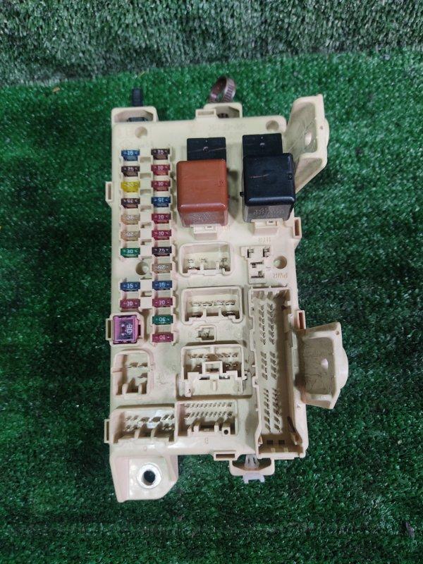 Блок предохранителей Toyota Ipsum ACM26 2AZFE 2002 (б/у)