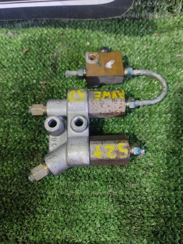 Тройник тормозной Nissan Elgrand AVWE50 QD32ETI 1998 передний (б/у)