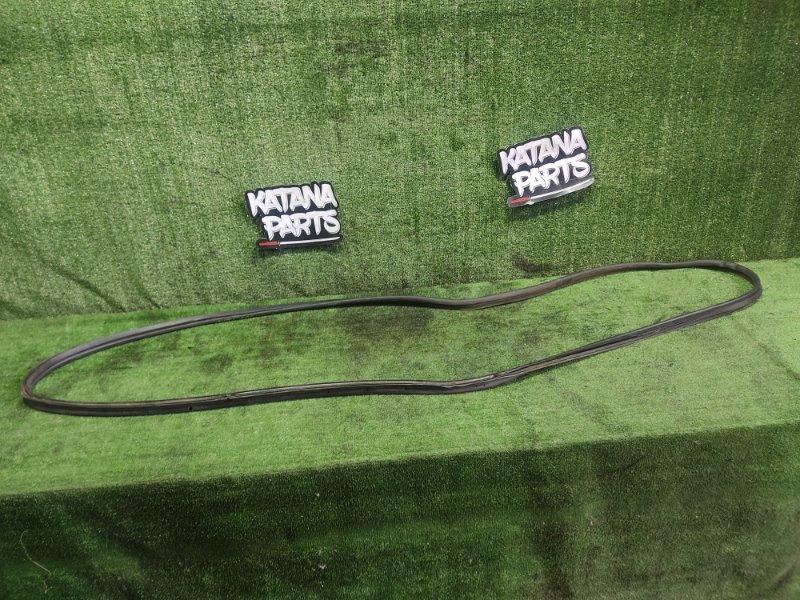 Уплотнительная резинка багажника Toyota Noah KR42 7KE 2003 (б/у)