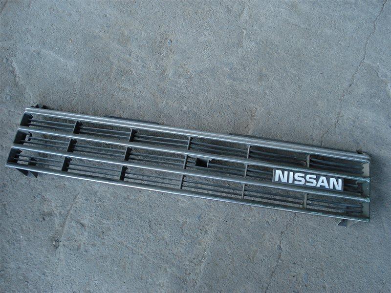 Решетка радиатора Nissan Pulsar