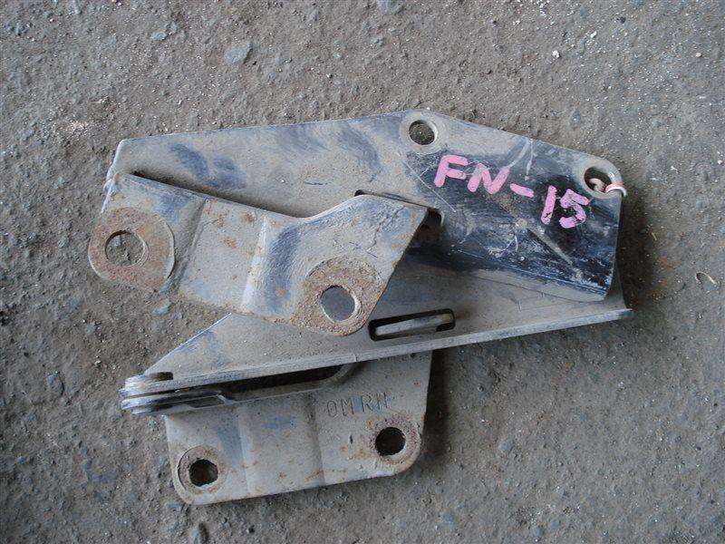 Крепление капота Nissan Pulsar FN15