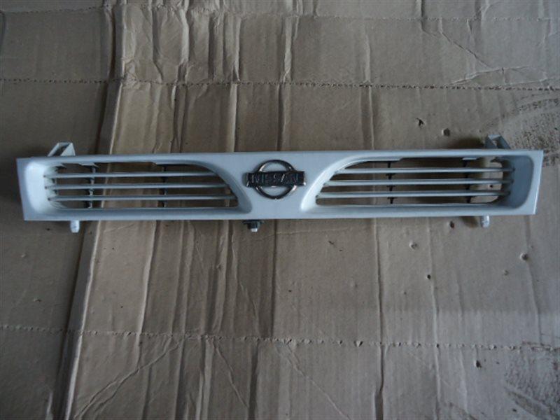 Решетка радиатора Nissan Pulsar FN14
