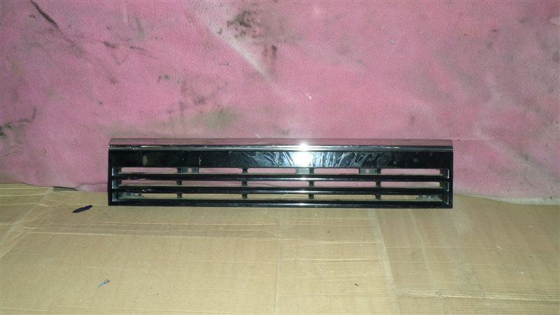 Решетка радиатора Nissan Caravan KSE24 1989