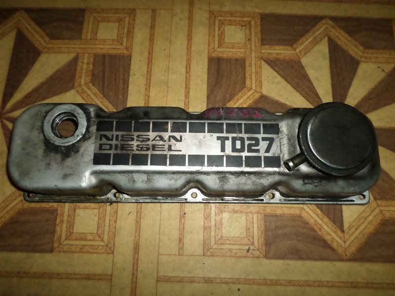 Клапанная крышка Nissan Terrano LBYD21 TD27-T