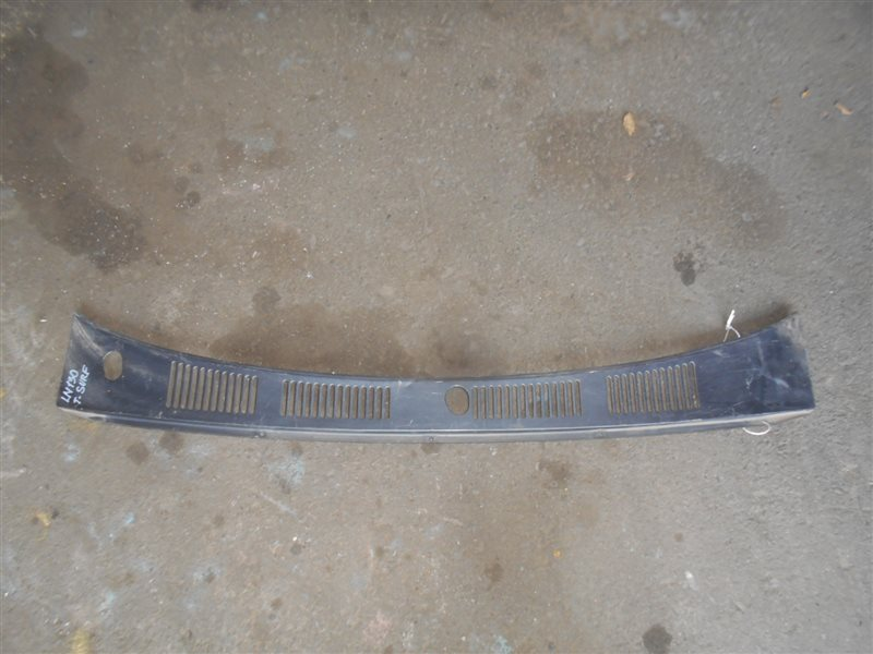 Решетка под дворники Toyota Surf LN130 2L-T