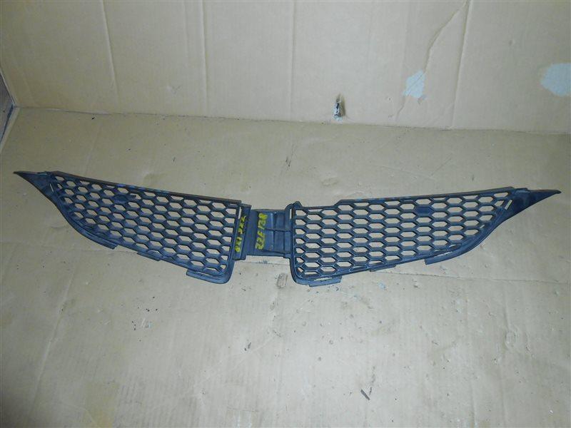 Решетка радиатора Toyota Voltz ZZE138 1ZZ-FE 2002