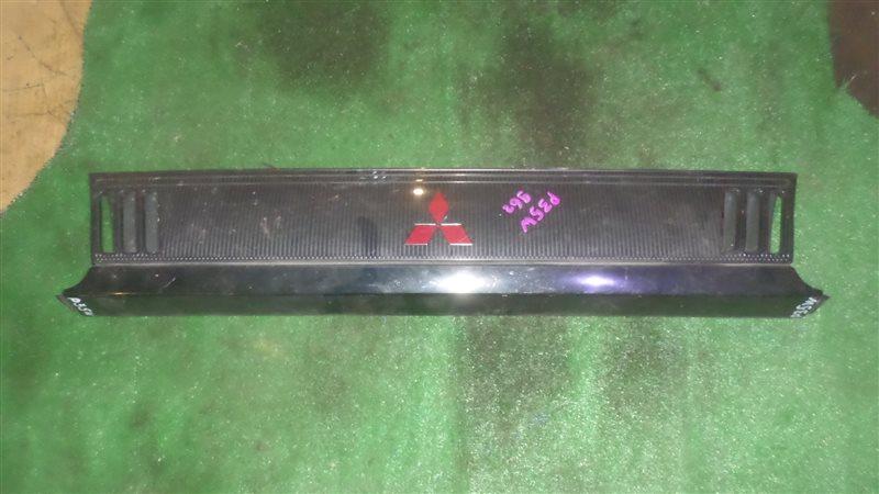 Решетка радиатора Mitsubishi Delica P35W 1996