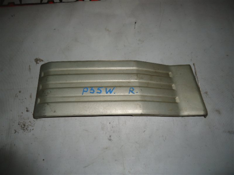 Клык бампера Mitsubishi Delica P35W задний правый
