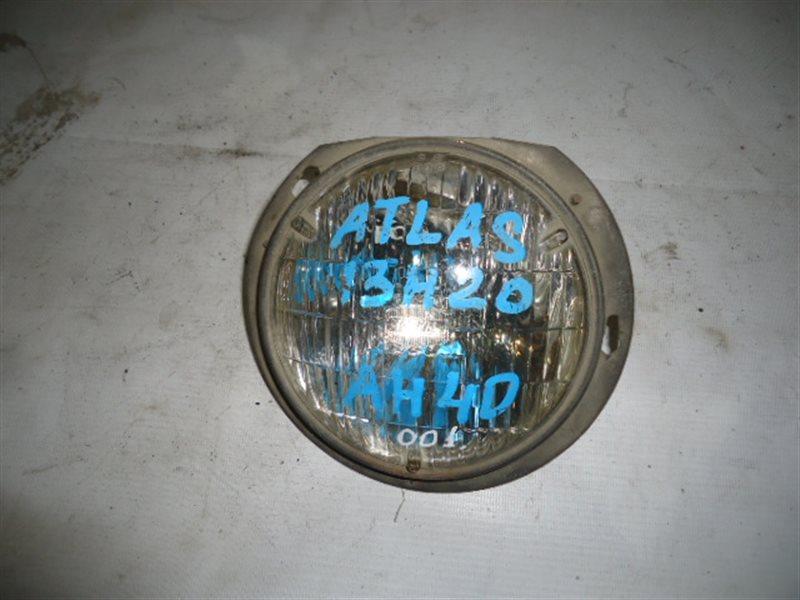 Лампа-фара Nissan Atlas H40 передняя