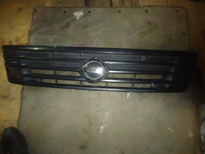 Решетка радиатора Nissan Caravan VPE25