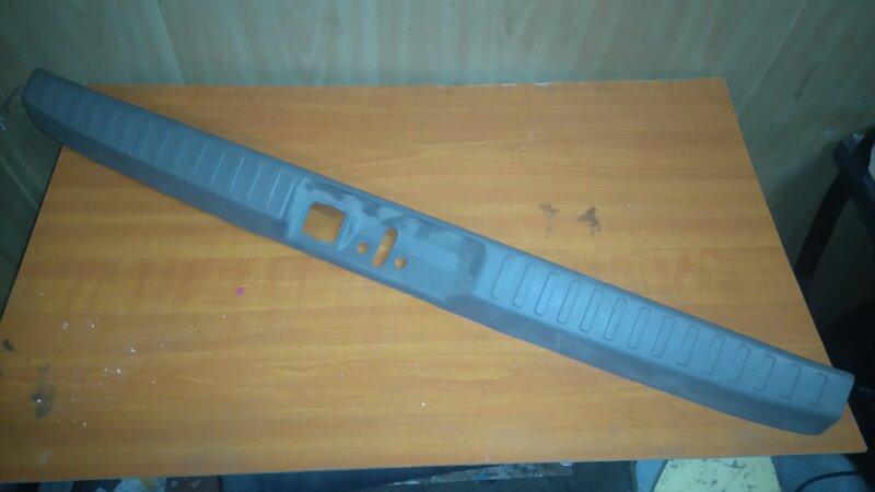Накладка замка багажника Mitsubishi Dion CR9W 4G63