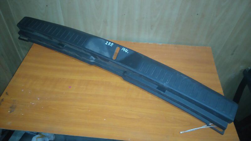 Накладка замка багажника Toyota Corolla Fielder ZRE144 2ZR-FE
