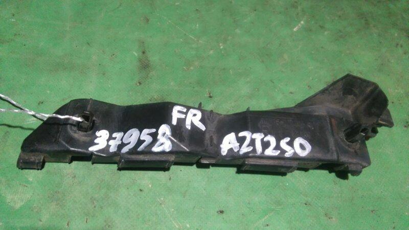Крепление бампера Toyota Avensis AZT250 1AZ-FSE переднее правое