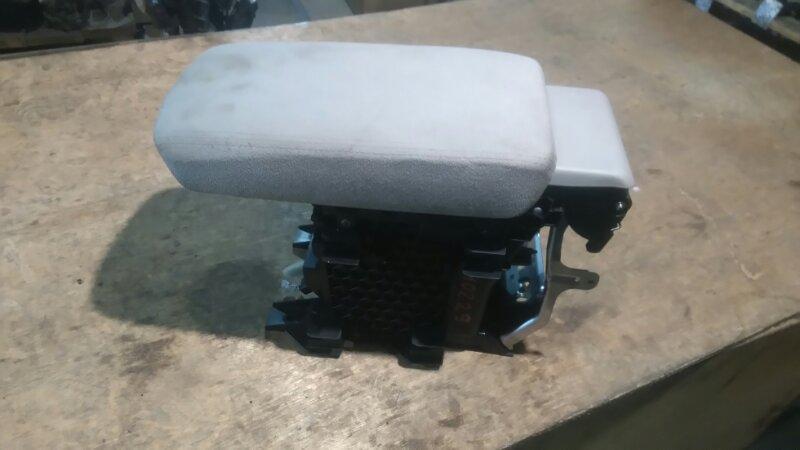 Бардачок между сиденьями Honda Accord CU2 K24A 2010