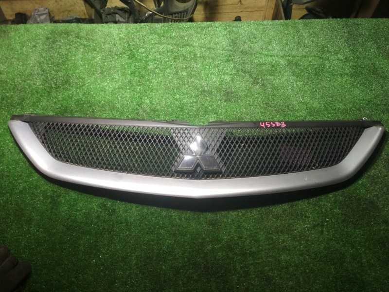 Решетка радиатора Mitsubishi Grandis NA4W 4G69