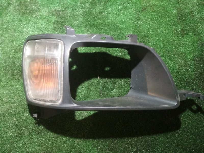 Очки с габаритом Toyota Noah KR42V передние правые
