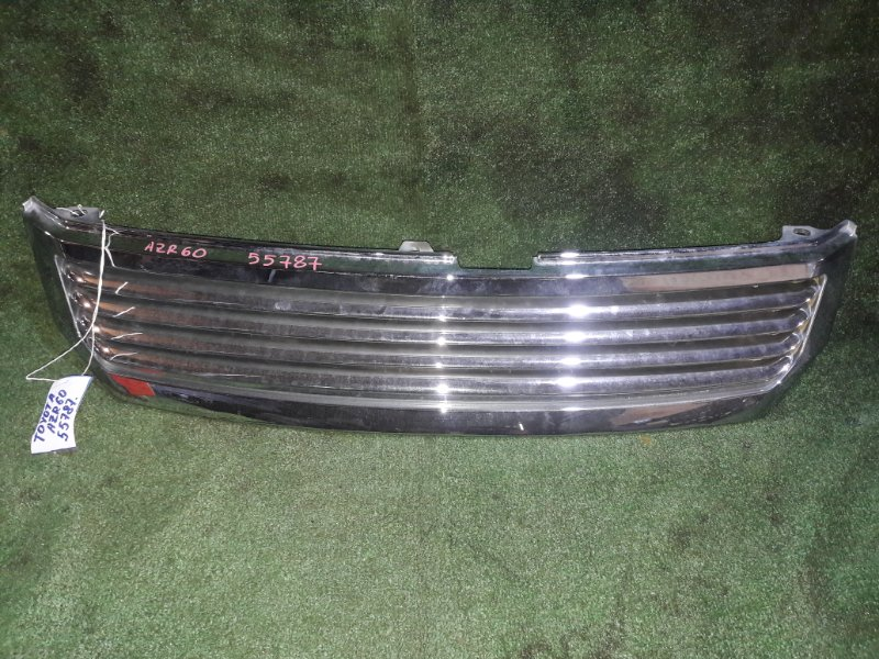 Решетка радиатора Toyota Voxy AZR60 1AZ-FSE