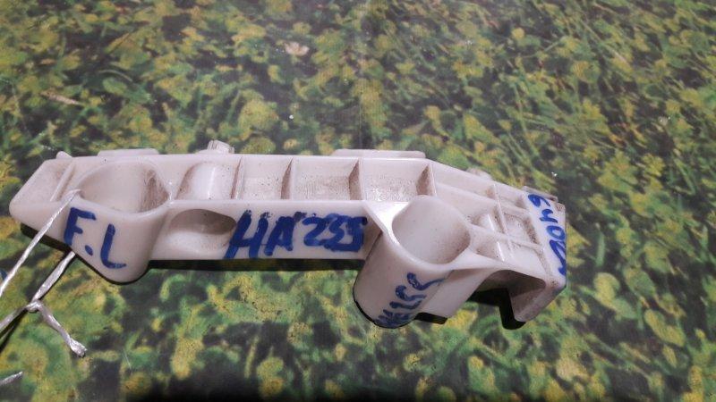 Крепление бампера Suzuki Alto HA25S K6A переднее левое