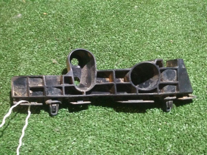 Крепление бампера Nissan Moco MG33S R06A переднее правое