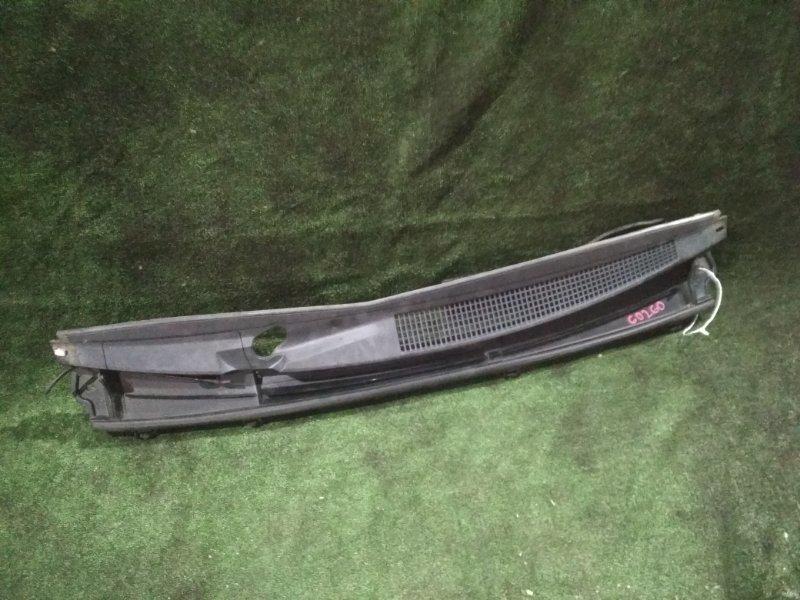 Решетка под дворники Toyota Vitz NSP130 1NR-FE