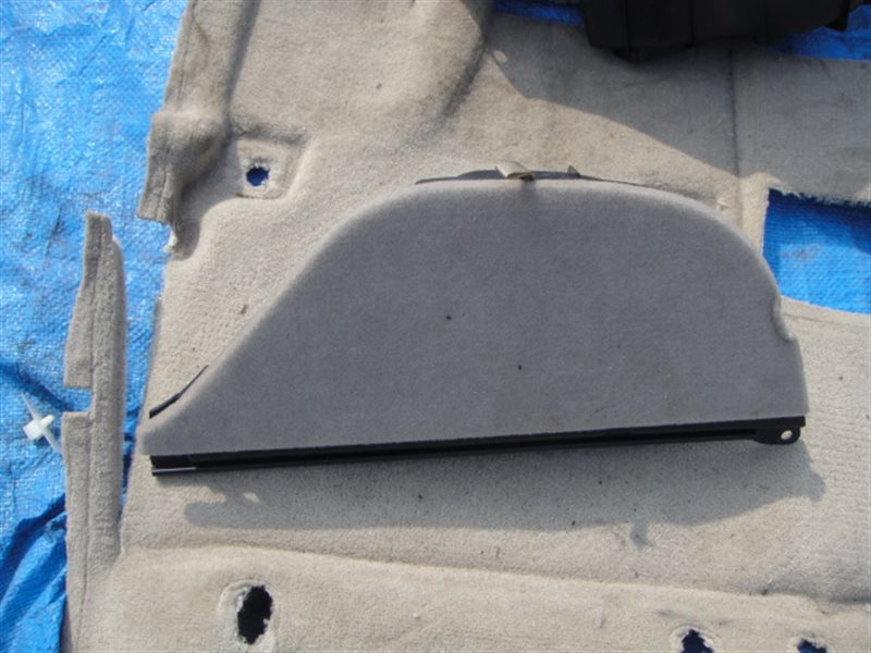 Ящик в багажник Toyota Harrier MCU15 1MZ-FE 2000 задний правый