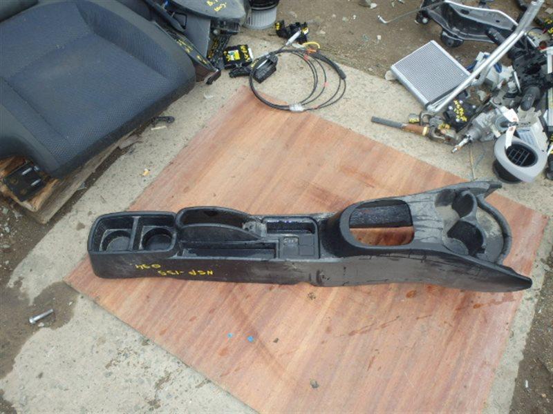 Консоль между сидений Toyota Vitz NSP135 1NR-FE 2013