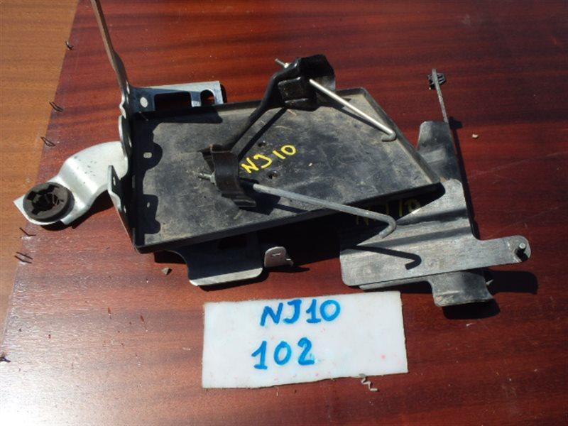 Крепление аккумулятора Nissan Dualis NJ10 MR20DE 2007