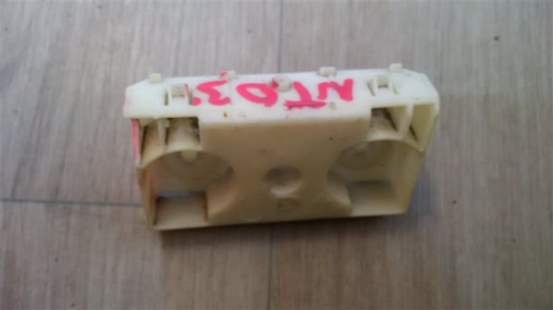 Крепление бампера с крыла Nissan Xtrail DNT31 M9R 2009 заднее